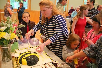 IMG_7817 regiland carr cuts cake