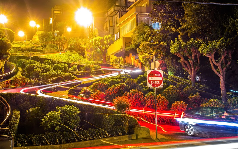 lombard street in san francisco california at night