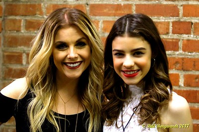 Lindsay Ell & Hailey Benedict - Cook County 011