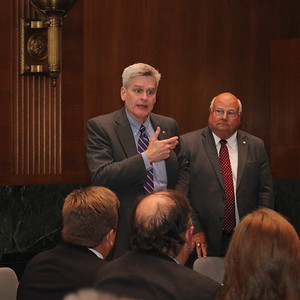 Senator Bill Cassidy updates LFBF volunteer leadership attending the 2017 Membership Incentive Trip about current issues in Washington D.C..