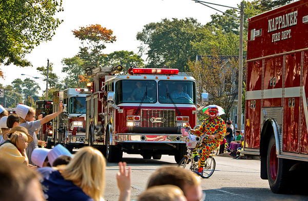 LEANDRA BEABOUT | THE GOSHEN NEWS<br /> Crowds lined several blocks of Market St. to watch the Nappanee Apple Festival parade Saturday.