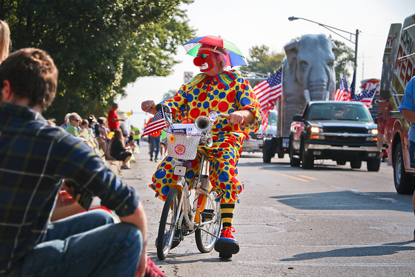 "LEANDRA BEABOUT | THE GOSHEN NEWS<br /> Ken Frenger, aka ""Uncle Spokes,"" was a popular attraction at the Nappanee Apple Festival parade."