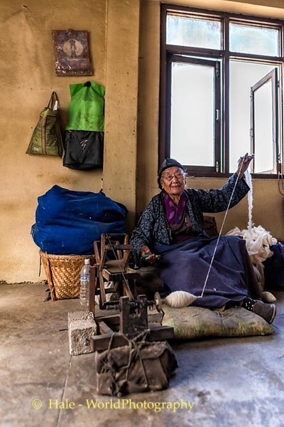 Spinning Wool To Make Yarn For Rugs