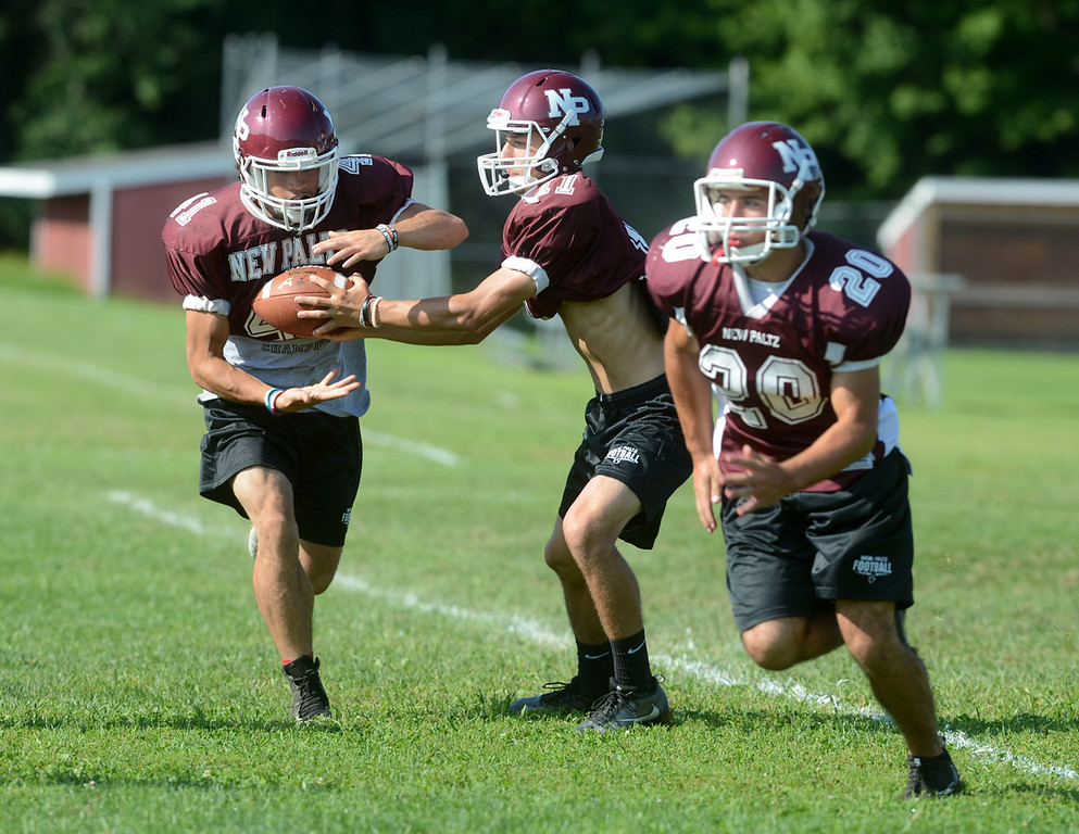 . Tania Barricklo-Daily Freeman                       Quarterback Jimmy Verneyhands off to Axel Rodriguez