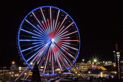 DA054,DT,Ferris Wheel Lights Up Night in Branson,Mo