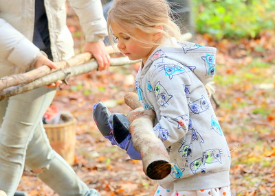 IMG_6298 annabelle park,,5,carries log to be used for a lean-to