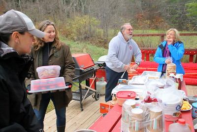 IMG_6897 suzanne wilson, kim purcell,,chick MacMaster, anne coop,,,getting lunch ready
