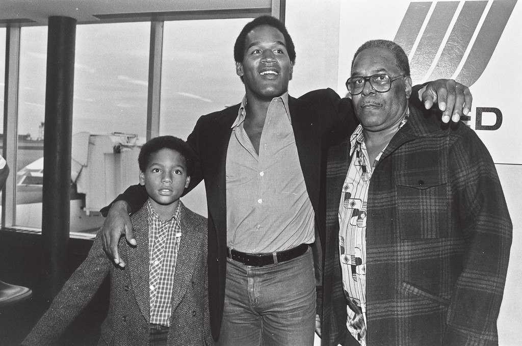 """. In this 1980 photo released by ESPN Films, O.J. Simpson, center, appears at the Buffalo International Airport with his son, Jason, left, and father Jimmy Lee in Buffalo, N.Y. , from the documentary, \""""O.J.: Made in America.\"""" The film was nominated for an Oscar for best documentary feature on Tuesday, Jan. 24, 2017.  The 89th Academy Awards will take place on Feb. 26.. (Mickey Osterreicher/ESPN Films via AP)"""