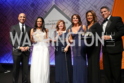 UAE Amb. Yousef Al Otaiba, Chartese Berry, Jennifer Kildee, Cristina Antelo, Lesli Foster, James Rosen. Photo by Tony Powell. 2017 Ambassadors Ball. Marriott Marquis. October 12, 2017