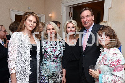 Queen Noor, Sally Quinn, Mary Haft, Sen. Mark Warner, Margaret Carlson. Photo by Tony Powell. 2017 WHCD Bradley Welcome Dinner. April 28, 2017