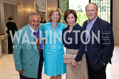Tony Podesta, Mary Jordan, Catherine Reynolds, Kevin Sullivan. Photo by Tony Powell. Brunch in honor of Thomas LeBlanc. Arsht Residence. September 10, 2017