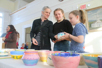 IMG_7038 kathleen willis, helena lokkegaard, carter willis,,pick out bowls