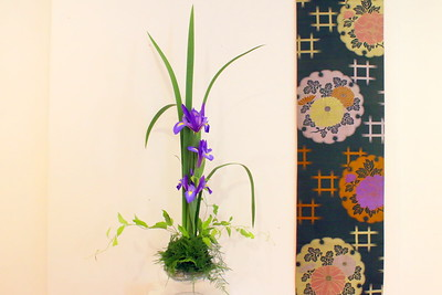 IMG_5332 flower arrangement and part of a kimono used as a wall hanging