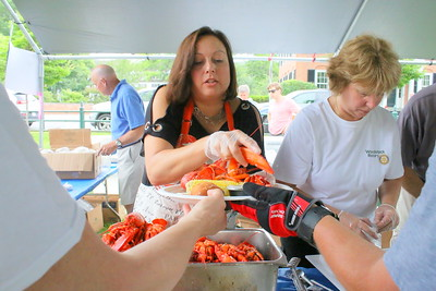 IMG_5752 gail devine helps plate lobsters