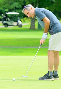 IMG_4352 ron amato,,putts on the 8th