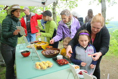 IMG_6786 nicole dexter of quechee with her daughter Deja,5,,get samples at the south peak location,,,food from local farms supplied by Sustainable Woodstock