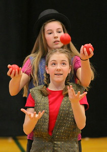 IMG_5415 anika eastman and olivia swayze in front, two jugglers compete for one set of balls