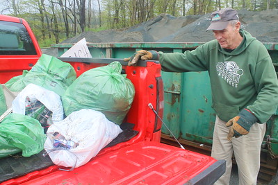 IMG_1740 carl hurd, with a truck load of bags from Happy Valley road