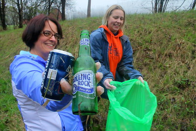 IMG_1672 heidi O'Brien aka Violet O'Fender, and Kelly Beerman,,aka Birtha Blue Blazes,,of Upper Valley Vixens, on hartland hill
