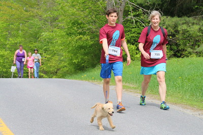 IMG_3848 top of heartbreak hill,,dog Lucy led by #754 michael lacroix of woodstock  with #755 valerie lacroix of woodstock