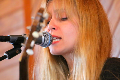 IMG_3788 Danielle Miraglia sings Make Your Own News