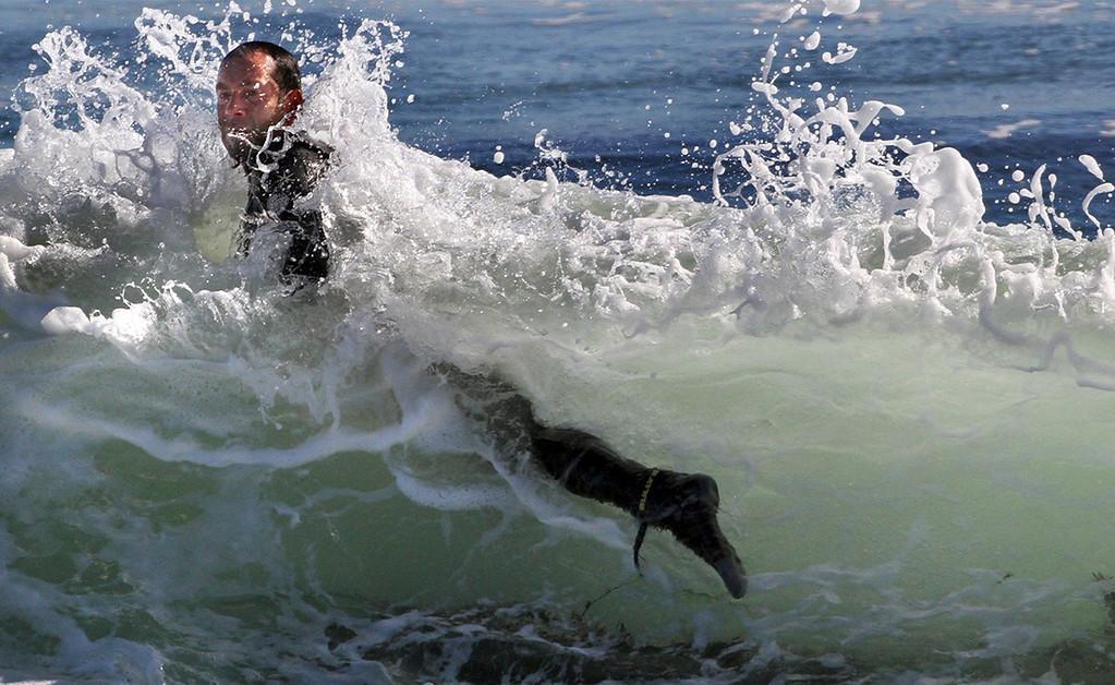 . Surf - Steamer Lane(Shmuel Thaler -- Santa Cruz Sentinel)