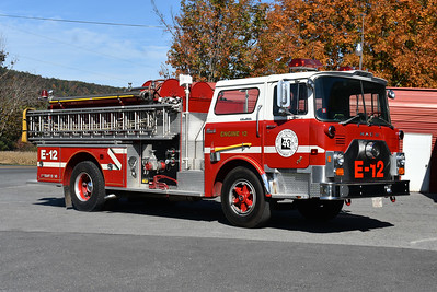 The officer side of Engine 432 showing a 35' ladder.