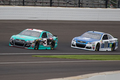 Austin Dillon battles Dale Earnhardt Jr. in practice before the 2017 Brantley Big Machine Brickyard 400 (Dave Wegiel)