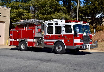 Officer side of Engine 517, showing the fold-up ladder rack.