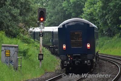216 hauls the 1240 Heuston - Belfast Central Belmond Grand Hibernian Spl. through Botanic. Sat 27.05.17