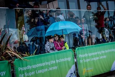 Super League Jersey 2017 - Fans at the Race