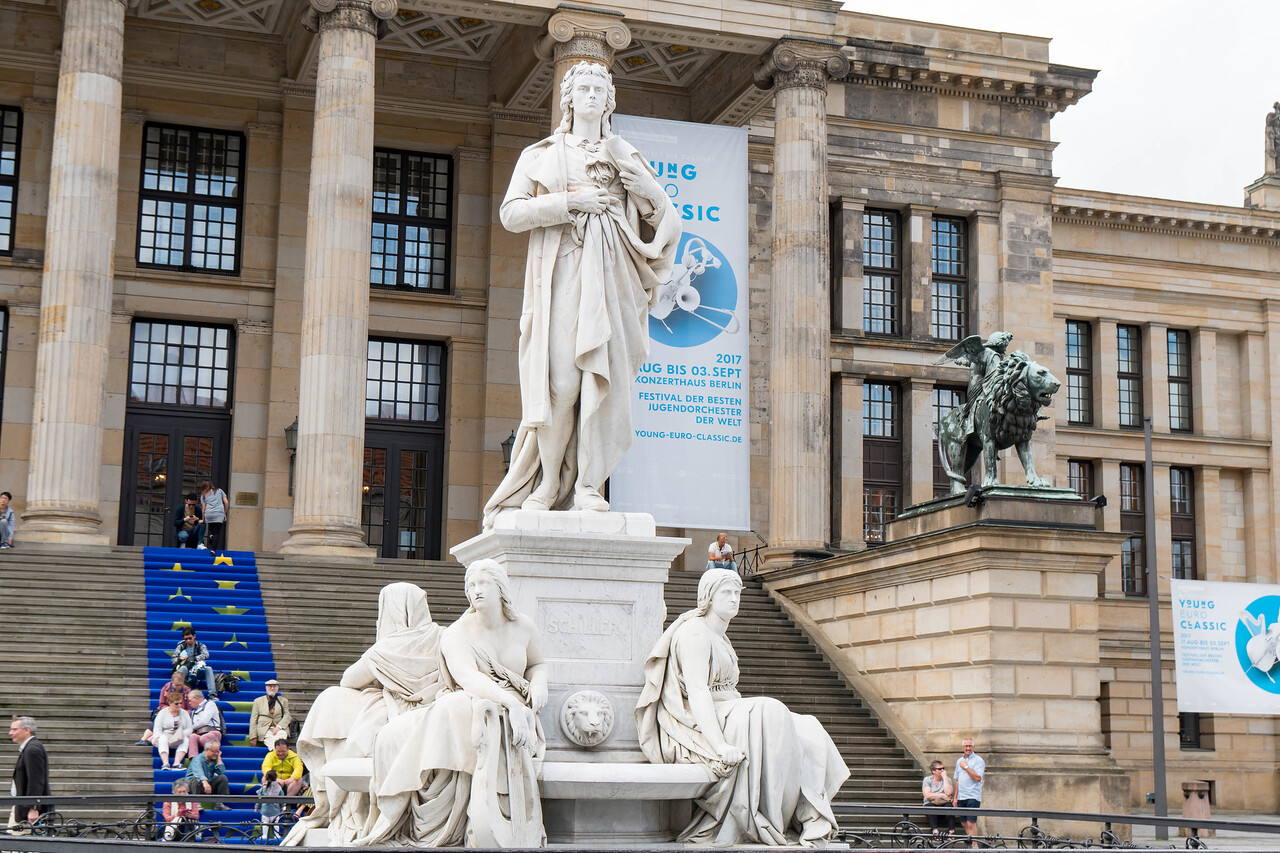 Gendarmenmarkt Square - Statue