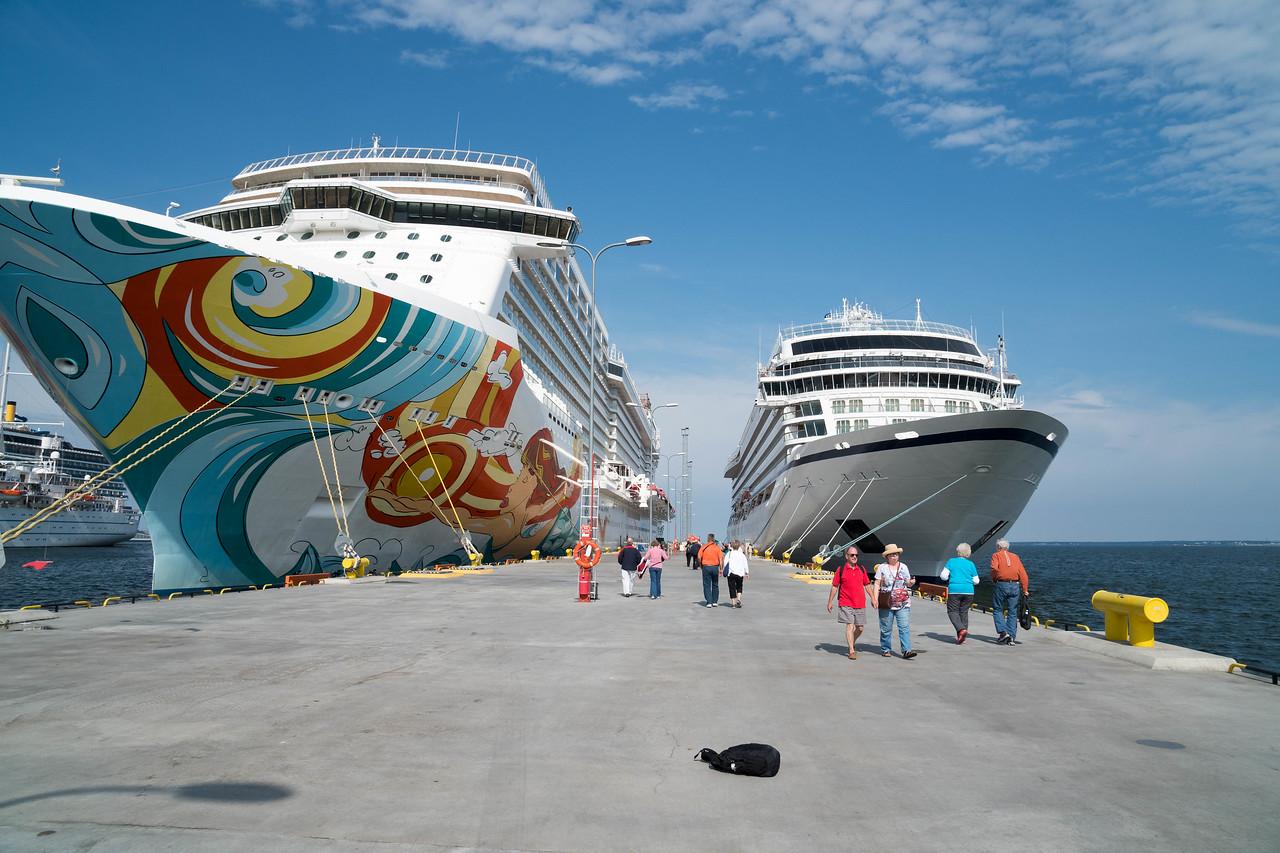 Viking Star 900 passengers, big ship 4,000