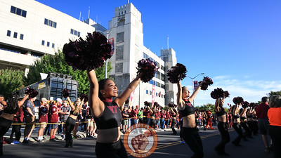 The High Techs perform for the crowd in front of Lane Stadium before the team walk to the locker rooms. (Mark Umansky/TheKeyPlay.com)