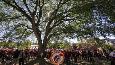 The crowd surrounding the GameDay set spilled onto the hill leading up to the Corps of Cadets upper quad. (Mark Umansky/TheKeyPlay.com)