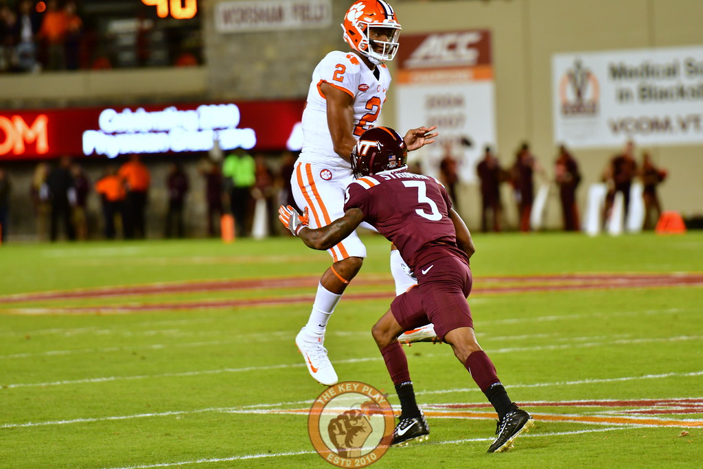 Greg Stroman, #3 closes in on Kelly Bryant a split second after his release. (Dan Lohmann/TheKeyPlay.com)