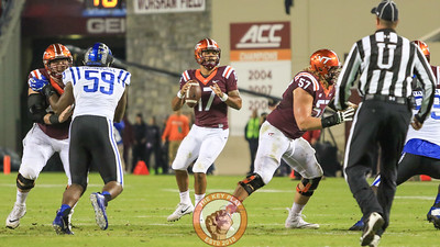 Quarterback Josh Jackson (17) looks downfield for an open throw. (Mark Umansky/TheKeyPlay.com)