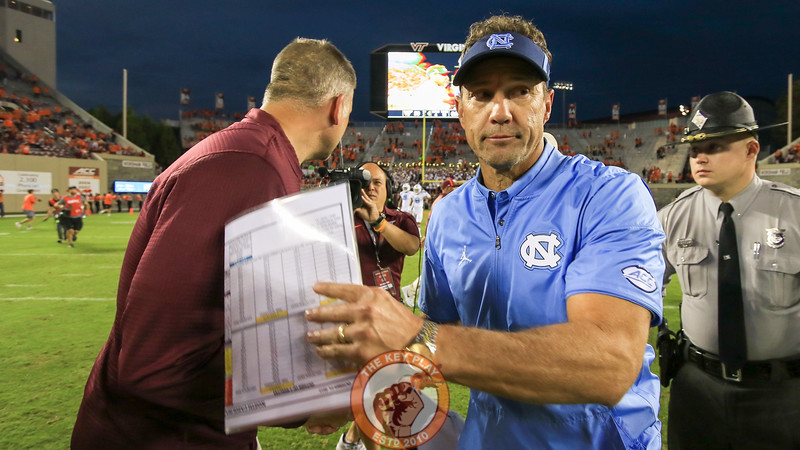 UNC head coach Larry Fedora quickly shakes hands with Virginia Tech head coach Justin Fuente after the final whistle. (Mark Umansky/TheKeyPlay.com)