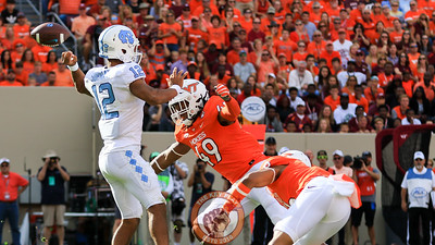 UNC QB Chazz Surratt loses his grip on the football under heavy pressure. (Mark Umansky/TheKeyPlay.com)