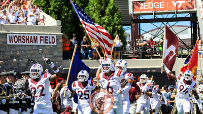 The Hokies run into the stadium during Enter Sandman. (Mark Umansky/TheKeyPlay.com)