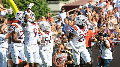 Deon Newsome, wearing the honoray number 25 jersey, pump up the crowd with the rest of the special teams unit after a kickoff for a touchback. (Mark Umansky/TheKeyPlay.com)