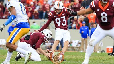 Brian Johnson, filling in for Joey Slye, kicks his first career field goal in the second quarter. (Mark Umansky/TheKeyPlay.com)