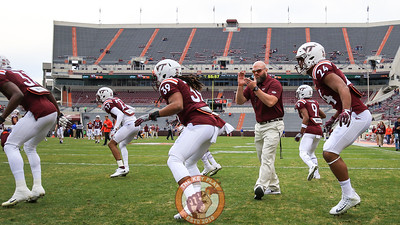 Strength and Conditioning Director Ben Hilgart leads players in warmups before the game. (Mark Umansky/TheKeyPlay.com)
