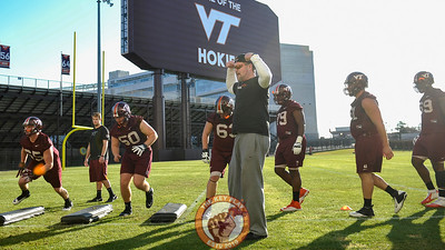 Virginia Tech offensive line coach Vance Vice flexes for his unit during an agility drill. (Michael Shroyer/ TheKeyPlay.com)