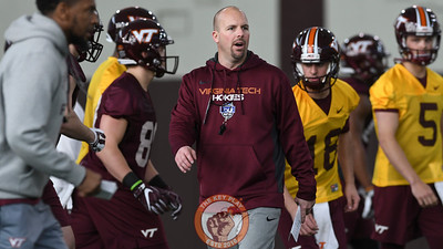 Virginia Tech offensive coordinator/ quarterbacks coach Brad Cornelsen calls out a play for the offense. (Michael Shroyer/ TheKeyPlay.com)