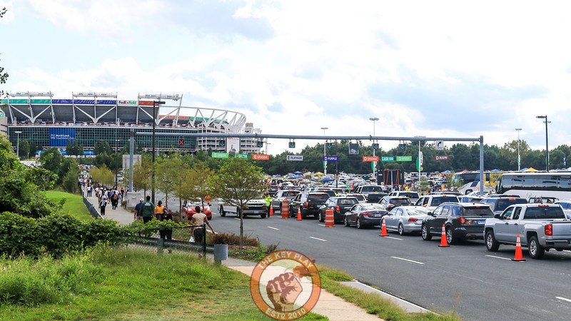 Lines of cars wait to pay to enter the parking lots around FedEx field less than 5 hours before kickoff. (Mark Umansky/TheKeyPlay.com)