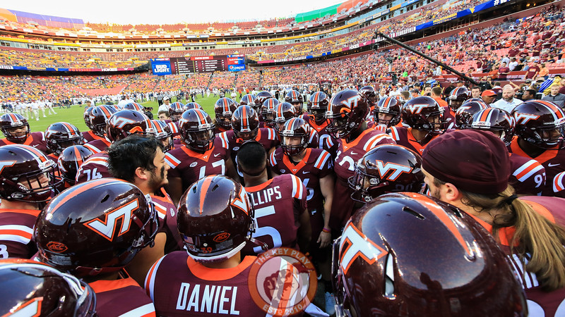 The Hokies huddle up one last time before going into the locker room after warmups. (Mark Umansky/TheKeyPlay.com)