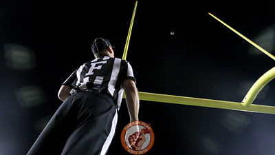 A referee looks up at a Virginia Tech field goal attempt in the 4th quarter. (Mark Umansky/TheKeyPlay.com)