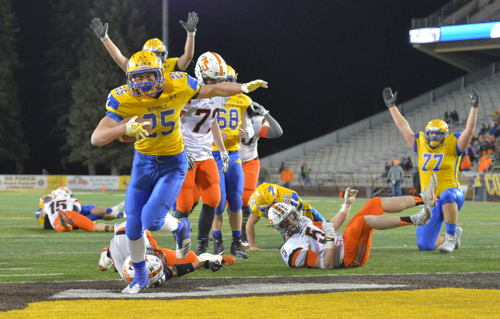 Justin Sheely | The Sheridan Press<br /> Sheridan's Parker Christensen gets a jump-pass for a touchdown in the second half of the class 4A state championship match against Natrona County High School Saturday, November 11, 2017, at War Memorial Stadium in Laramie. The Broncs claimed their third-straight state title after beating the Mustangs 28-14. The Sheridan Broncs were undefeated for their season.