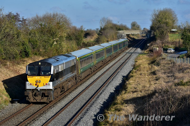 A few minutes later, 231 heads up road pass Rosskelton with the 1220 Cork - Heuston. 231 had replaced 216 yesterday at Heuston for the 1600 to Cork after it had arrived with the 1220 ex Cork. Mon 23.01.17
